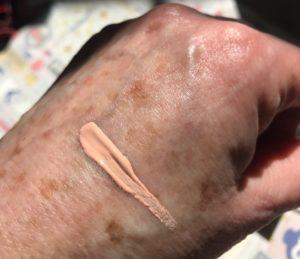échantillon de surligneur mat rose Benefit Dandelion Shy Beam, neversaydiebeauty.com