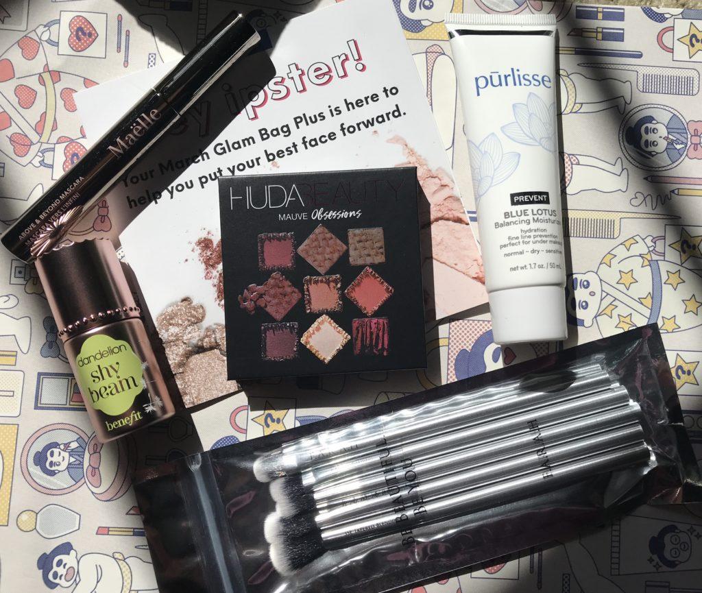 cosmétiques dans mon sac Ipsy Glam Bag Plus du 21 mars, neversaydiebeauty.com