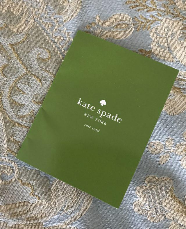 Livret d'entretien du logo Kate Spade, neversaydiebeauty.com
