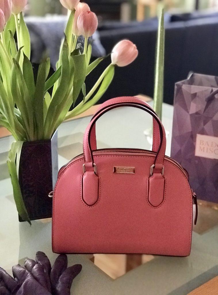 sac à main en forme de dôme en forme de dôme rose pour Kate Spade Reiley, neversaydiebeauty.com
