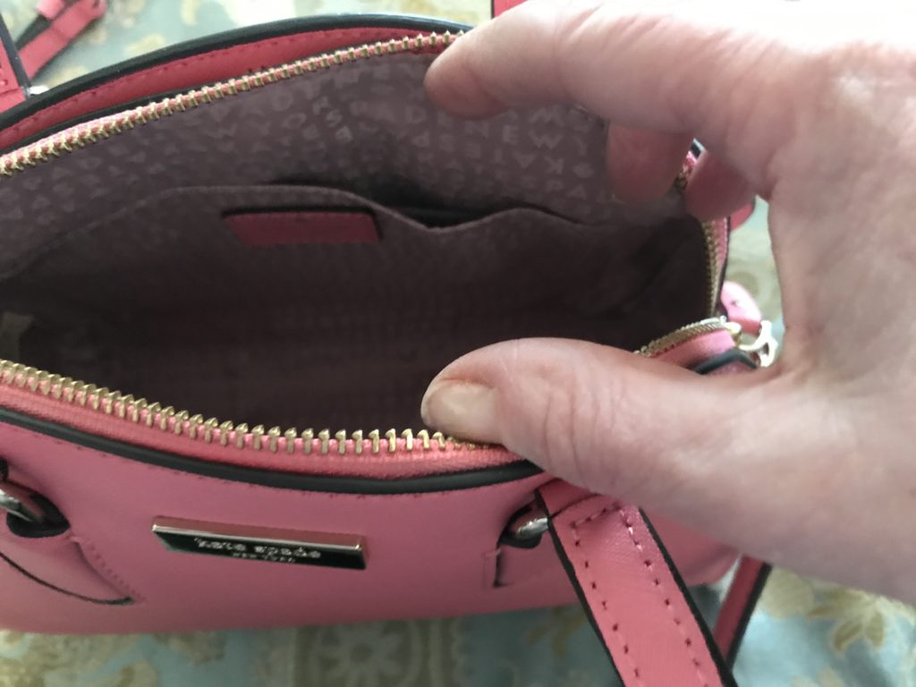 intérieur de mon nouveau sac à main Kate Spade Reiley, neversaydiebeauty.com