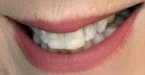 Nuancier de lèvres portant du rouge à lèvres mat Joli Rouge Velvet de Clarins à l'ombre, Rose Berry, une nuance rose-mauve, neversaydiebeauty.com