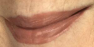 Échantillon de lèvre portant Pink Taupe de City Lips Matte, neversaydiebeauty.com