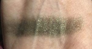 échantillon de fard à paupières Space Case Cosmetics, Messy Lochnessy, une ombre chatoyante vert loden, neversaydiebeauty.com