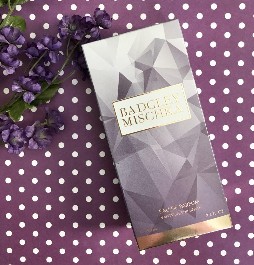 boîte violette contenant la bouteille d'Eau de Parfum Badgley Mischka, neversaydiebeauty.com