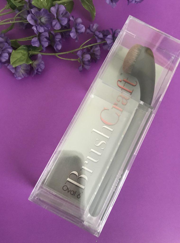 boîte de présentation en plastique dur transparent pour le pinceau de maquillage Artis Brushcraft Oval 6, neversaydiebeauty.com