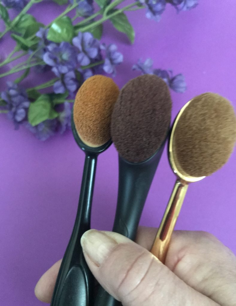 Pinceau de maquillage Artis Brushcraft Oval 6 avec deux brosses imitant, neversaydiebeauty.com