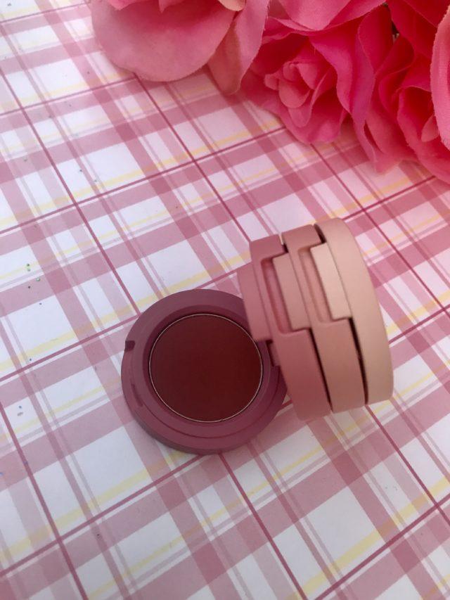 Ombre mauve veloutée mauve de Kaja Beauty, Trio d'ombres à paupières Bento, neversaydiebeauty.com