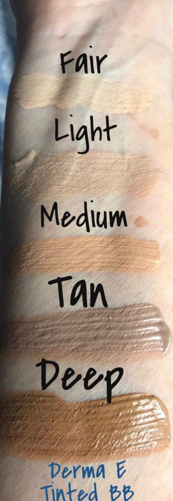 échantillons des 5 nuances de Derma E Cream BB crème hydratante teintée SPF 30 à la lumière du jour, neversaydiebeauty.com