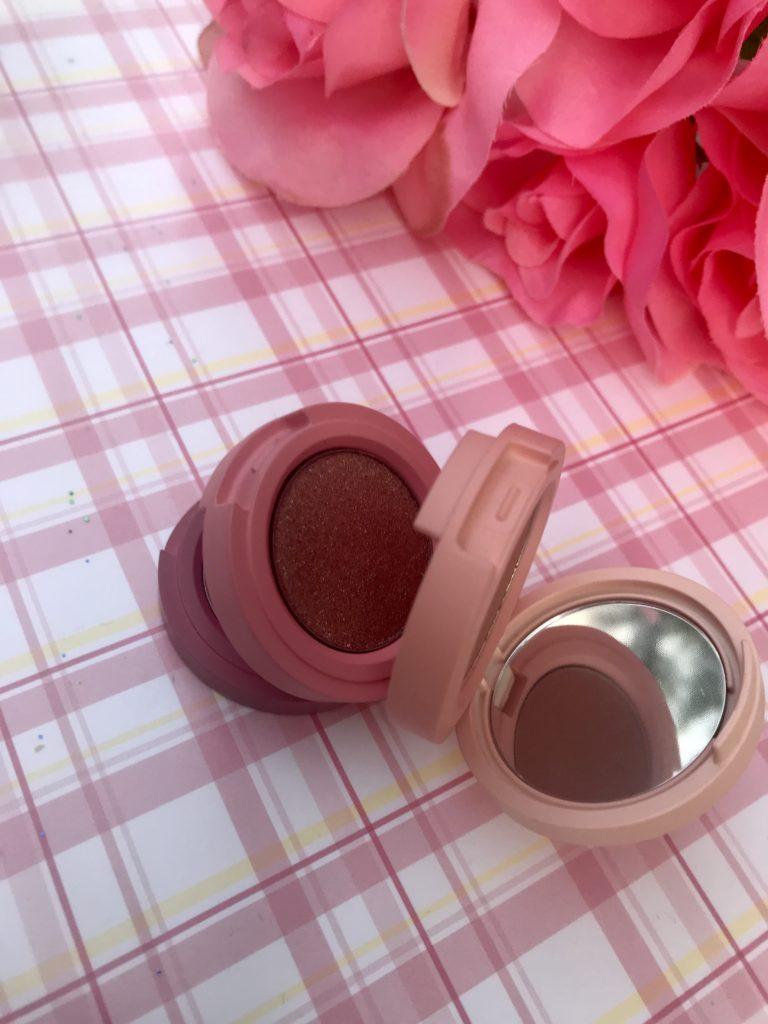 pile ouverte, trio d'ombres à paupières Kaja Beauty, neversaydiebeauty.com