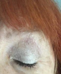 ma cavité oculaire porte l'apprêt pour les yeux Anastasia Beverly Hills, une nuance blanche / ivoire