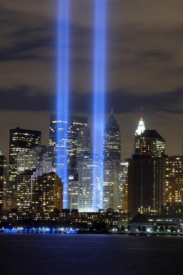 Lumières bleues du Bas Manhattan en hommage aux tours jumelles