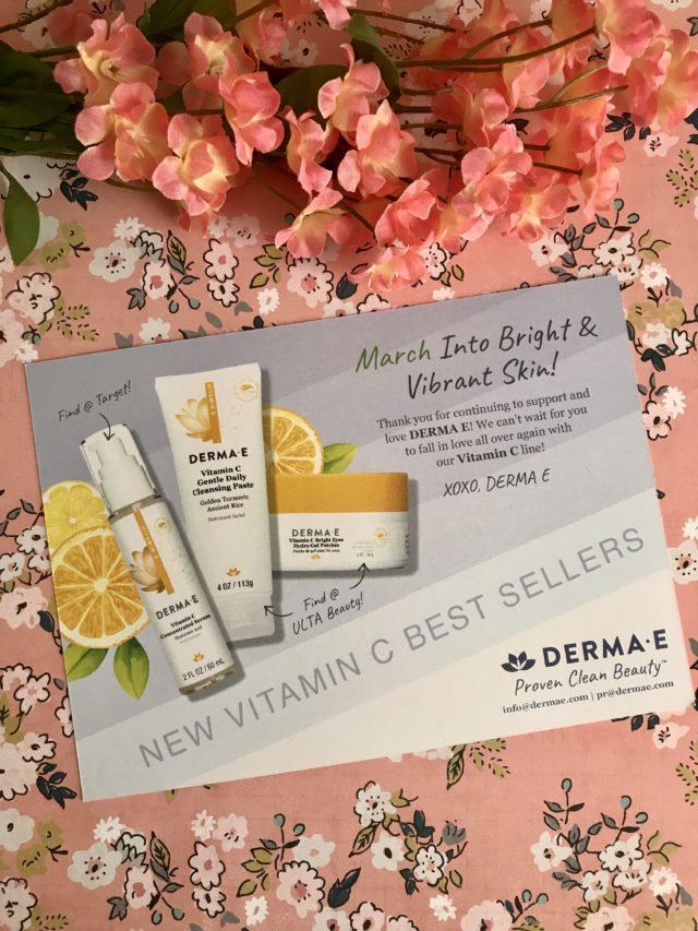 fiche produit contenant des informations sur le trio de produits de soin Derma E vitamine C: patchs de pâte nettoyante, de sérum et de gel pour les yeux